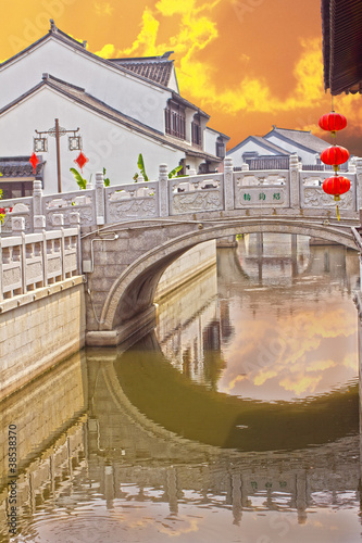 Photo  Ancient bridge over the canal in Suzhou, China