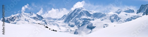 Spoed Foto op Canvas Wit Swiss Alps Mountain Range Landscape