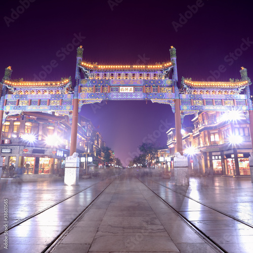 Poster Pekin beijing qianmen street at night,traditional shopping street