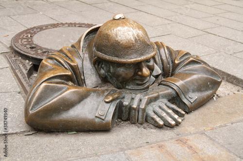 "Photo  Čumil in Bratislava, ""der Glotzer"""