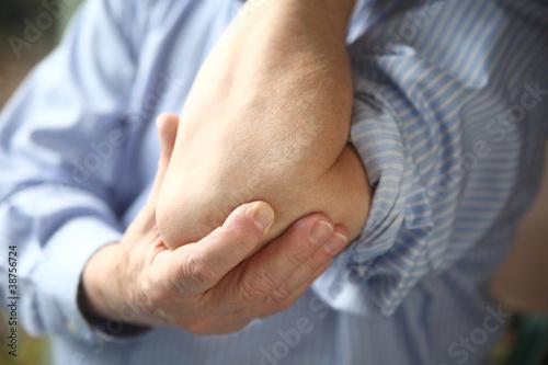 Fotografía  businessman with sore elbow