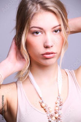Junge Frau Frontal Mit Halskette Und Langen Haaren Buy This Stock