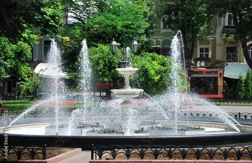 Autocollant pour porte Fontaine fountain in city park