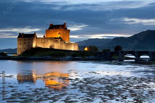 Foto op Plexiglas Kasteel Eilan Donan Castle at twilight, Scotland