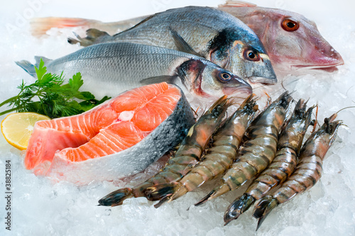 Poster de jardin Poisson Seafood on ice