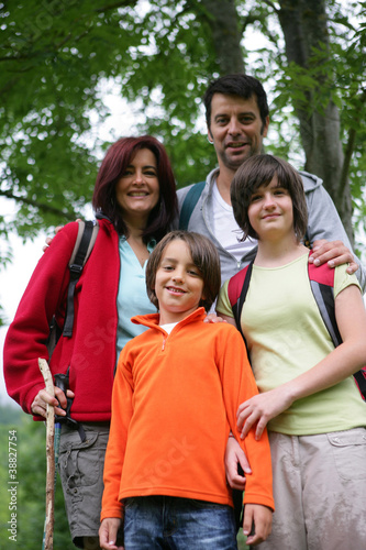 Papiers peints Attraction parc family on a mountain hike