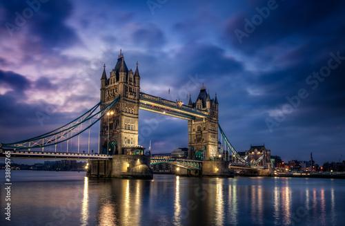 Obrazy powiększające wnętrze   tower-bridge-londyn-anglia