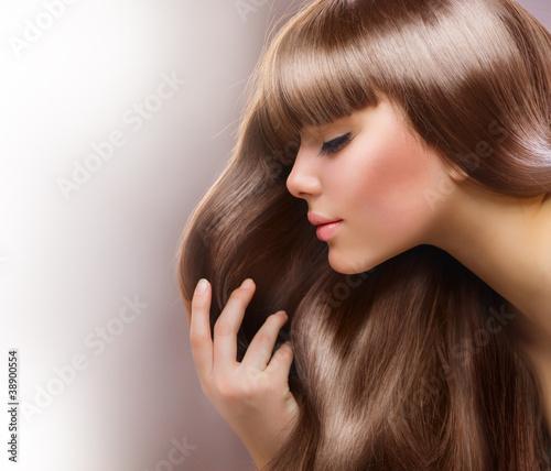 blond-wlosy-piekna-kobieta-z-prostymi-dlugimi-wlosami