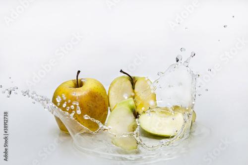 In de dag Opspattend water mela