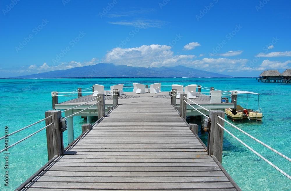 Fototapeta pontile sul mare - polinesia