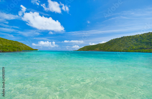 Foto op Plexiglas Caraïben Caribbean aqua waters and blue sky