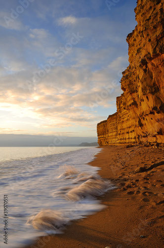 Photo  Golden sandstone cliffs at hive beach near Bridport Dorset.
