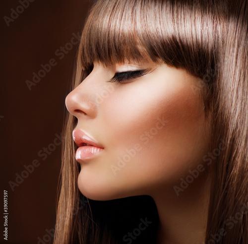 Obraz na plátně  Hnědé vlasy. Krásná žena s zdravé dlouhé vlasy