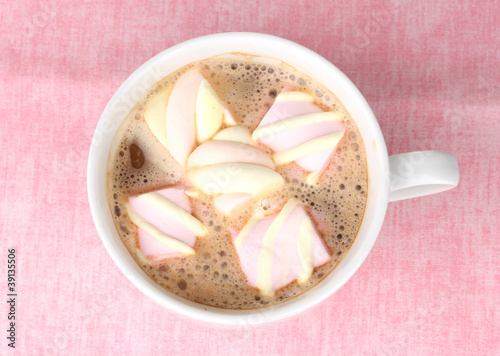 Fotobehang Chocolade Cup of cappucino with marshmallows on pink background