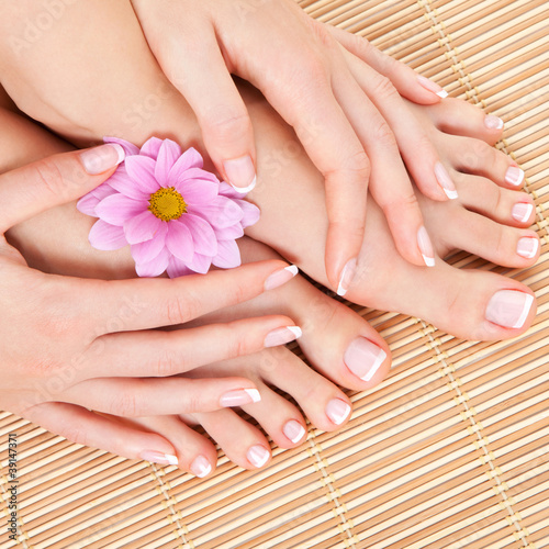 Poster Pedicure care for beautiful woman legs