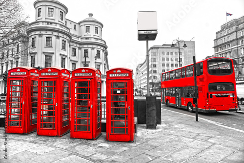 Fototapeta Red telephone boxes and double-decker bus, london, UK. obraz