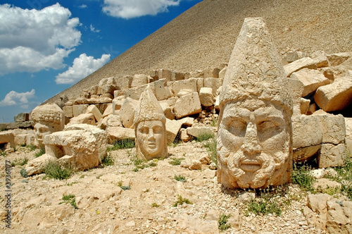 Papiers peints Turquie Heads of the statues on Mount Nemrut in Turkey, UNESCO