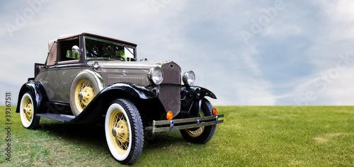 Retro car. © Kurhan