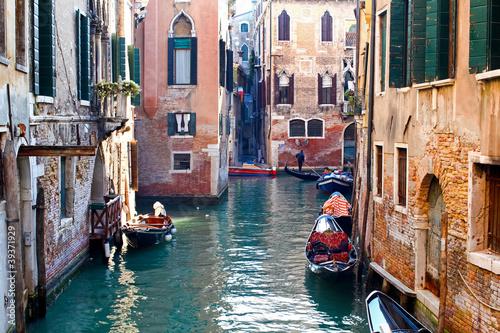 Türaufkleber Gondeln Venetian canal, Italy
