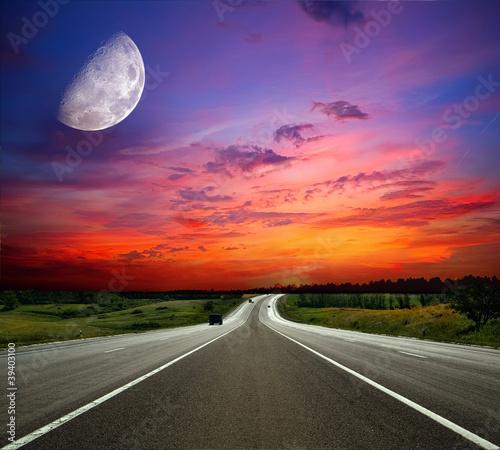 In de dag Volle maan asphalt road