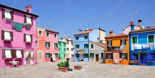 Mittagszeit auf  Burano in der Lagune von Venedig Фотошпалери