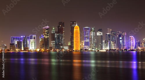 Photo sur Aluminium Moyen-Orient Doha skyline at night, Qatar, Middle East