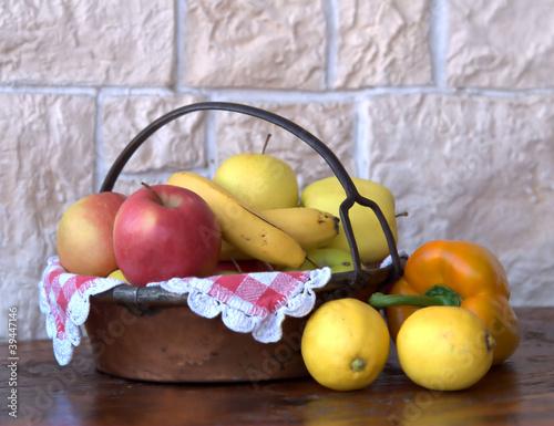 owoce-w-miedzianym-koszu