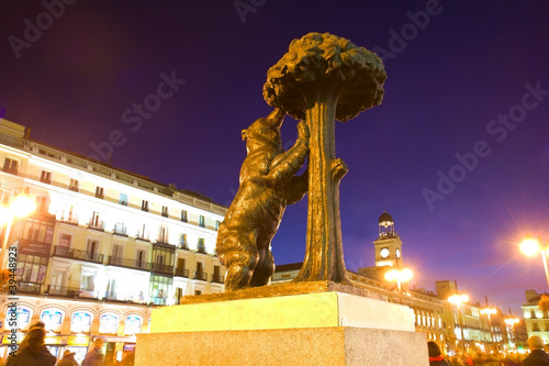 In de dag Madrid bear with strawberry tree - symbol of Madrid, Spain