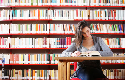 Fotografie, Obraz  Portrait of a student  girl studying at library