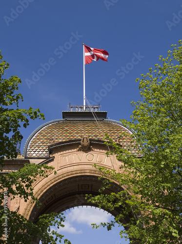 Photo Denmark flag waving in the Tivoli, Copenhagen, Denmark