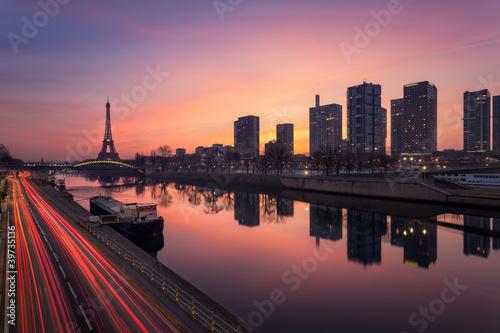 Obraz Paryż wschód słońca - fototapety do salonu
