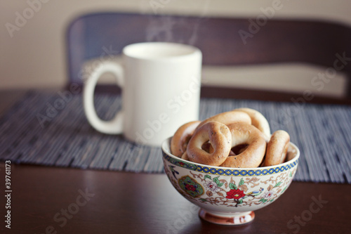 Fényképezés  ring-shaped rolls and a cup of tea
