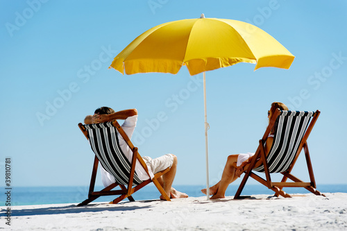 Foto-Leinwand - Beach summer umbrella