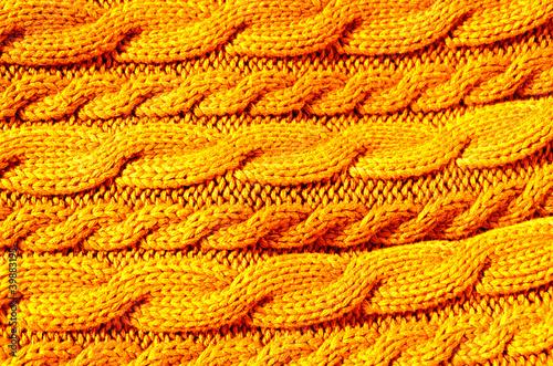 pomaranczowy-sweter