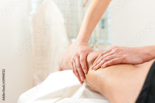 Photo  Patient bei der Physiotherapie - Massage