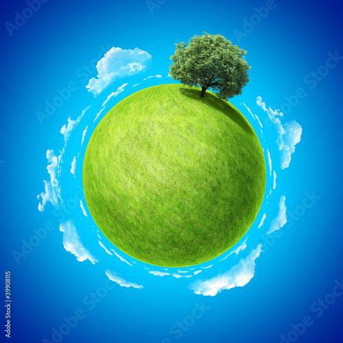 Plakaty ekologiczne koncepcja-eco-pusta-przestrzen-na-zielonym-polu-i-drzewie
