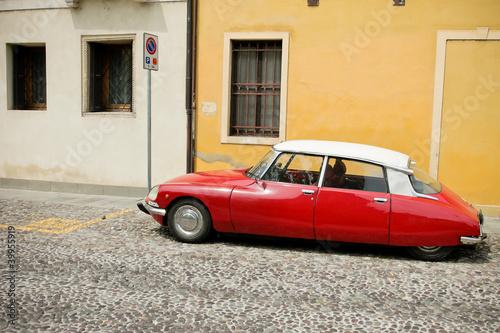 Plakaty motoryzacja   czerwony-piekny-samochod