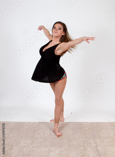 Dancing woman with long brown hair Canvas-taulu