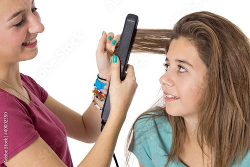 Canvas Jeune fille se fait coiffer les cheveux