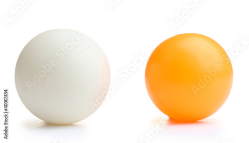 In de dag Bol ping-pong ball isolated on white