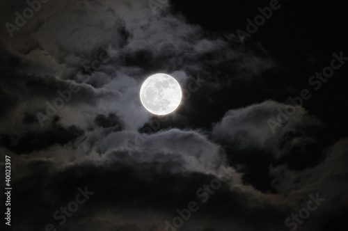 Fototapety, obrazy: Moon With Clouds