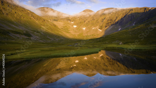 Foto op Aluminium Scandinavië Mountain reflection in the lake at sunset