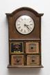 reloj antiguo con cajones