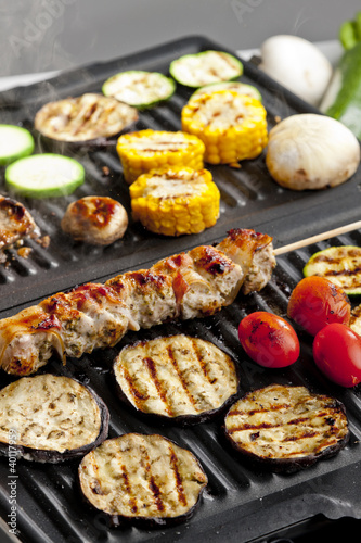 Keuken foto achterwand Assortiment meat skewer and vegetables on electric grill