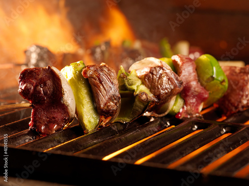 In de dag Grill / Barbecue beef shishkababs on the grill