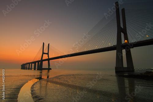 Imagem nocturna da Ponte Vasco da Gama