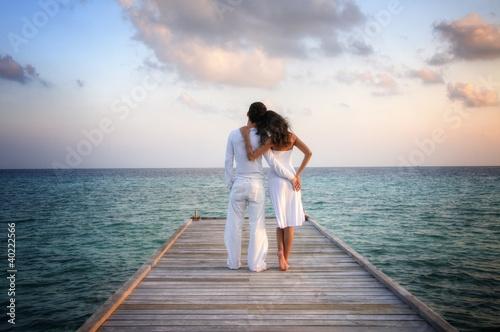 einzelne bedruckte Lamellen - Sensual happy couple in white clothes on a pier (Maldives) (von XtravaganT)