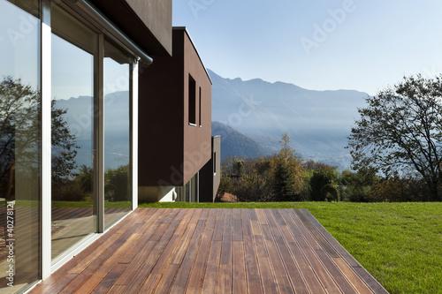 Foto  Schönes modernes Haus mit Garten, im Freien