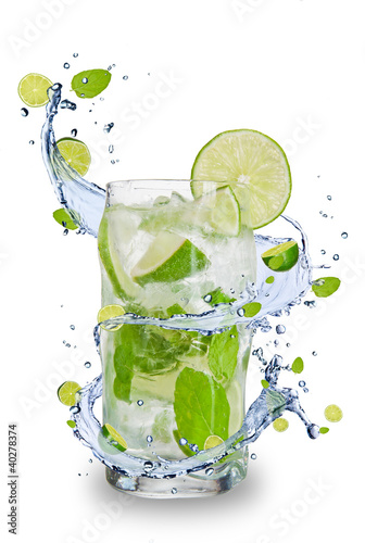 Tuinposter Opspattend water Fresh mojito drink with splash spiral around glass.