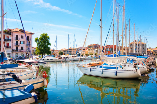 Foto-Flächenvorhang - Beautiful scene of boats in Grado, Italy (von JFL Photography)